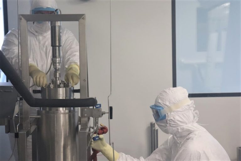 Aseptic purification of a medical polymer using supercritical CO2 in StaniPharm's cleanroom